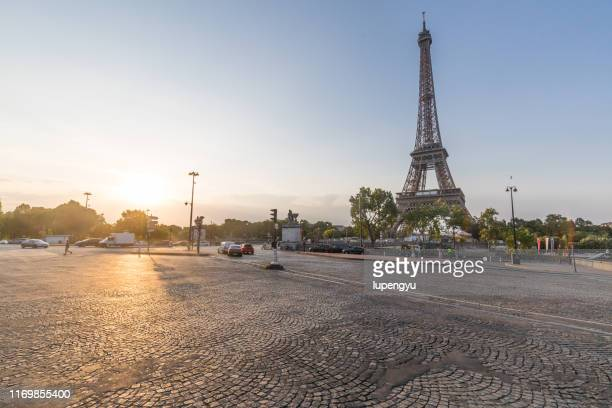 eiffel tower at sunrise,paris - empty road stock pictures, royalty-free photos & images