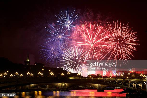 eiffel tower fireworks-bastille day-paris - bastille day stock pictures, royalty-free photos & images