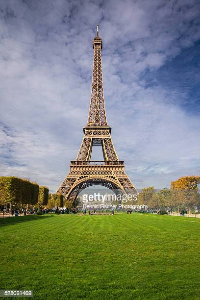 eiffel tower in autumn - esplanade du trocadero stock pictures, royalty-free photos & images