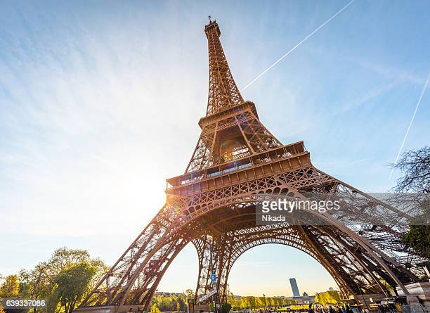 eiffel tower in paris, france - paris stockfoto's en -beelden