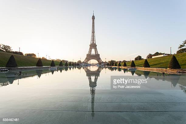 eiffel tower - esplanade du trocadero stock pictures, royalty-free photos & images