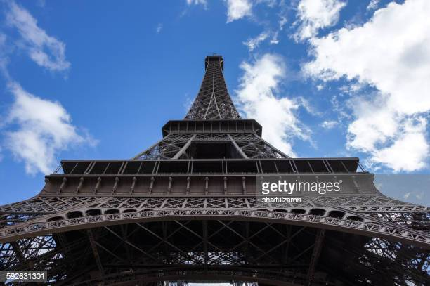 eiffel tower - shaifulzamri fotografías e imágenes de stock