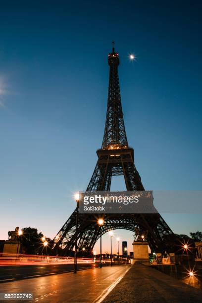 eiffel tower - eiffel tower paris stock pictures, royalty-free photos & images