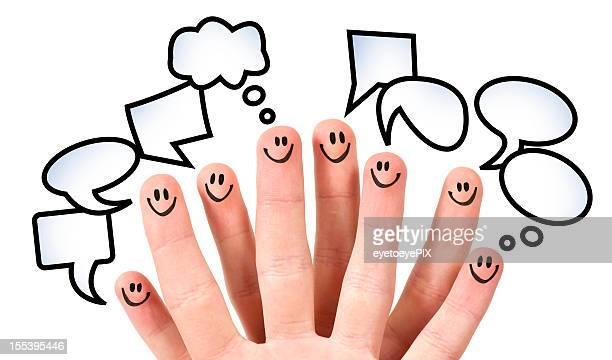 Acht Finger mit smiley Gesichter und Rede Blasen