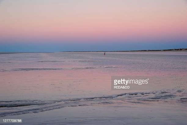 Eighty Mile Beach, lies along the north-west coast of Western Australia about half-way between the towns of Broome and Port Hedland. It is a beach...