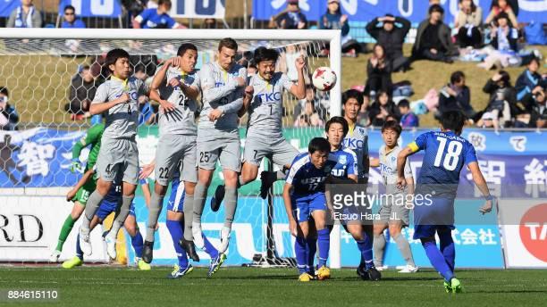 Eiichiro Ozaki of Azul Claro Numazu takes a free kick during the JLeague J3 match between Azul Claro Numazu and Tochigi SC at Ashitaka Stadium on...