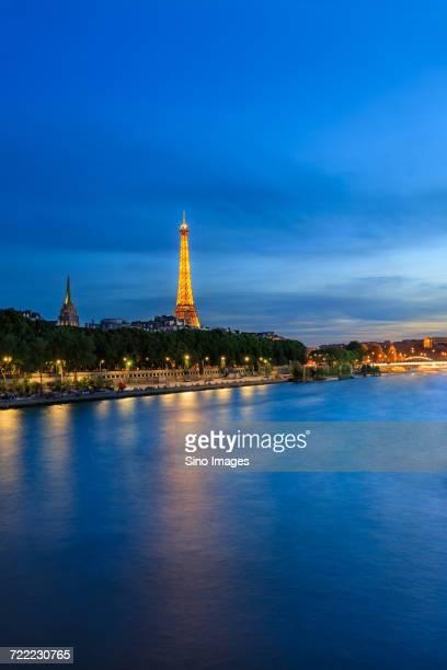 eiifel tower and river seine in paris, france - image photos et images de collection