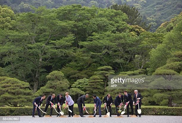 TOPSHOT Eikei Suzuki governor of Mie Prefecture European Council President Donald Tusk Italian Prime Minister Matteo Renzi GermanChancellor Angela...