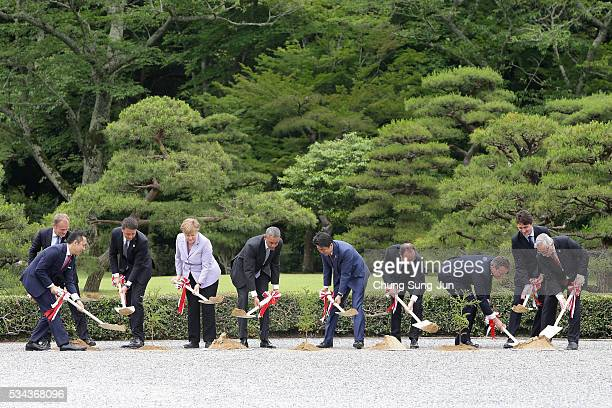 Eikei Suzuki, governor of Mie Prefecture, European Council President Donald Tusk, Italian Prime Minister Matteo Renzi, German Chancellor Angela...