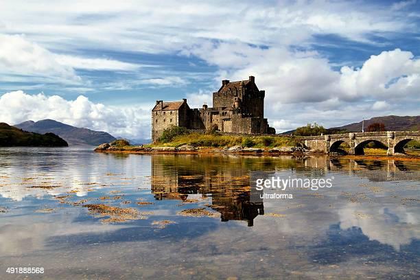castello eilean donan highlands della scozia - castello foto e immagini stock