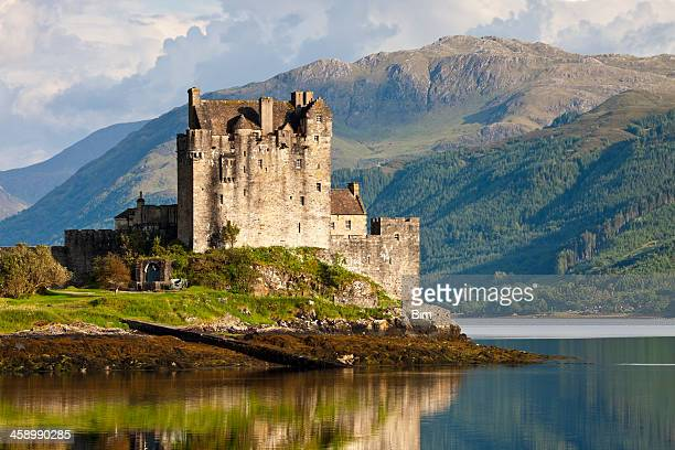 eilean donan castle, scotland, uk - schotland stockfoto's en -beelden
