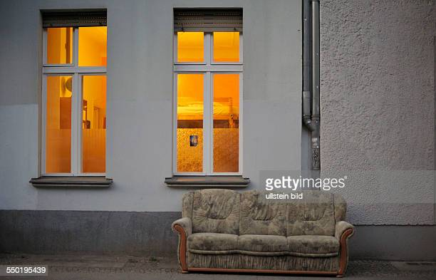 Sofa Vor Fenster gemütlich stock photos and pictures getty images
