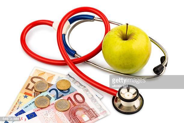 Ein Apfel und ein Stethoskop bei einem Arzt Symbolfoto für gesunde und vitaminreiche Ernährung