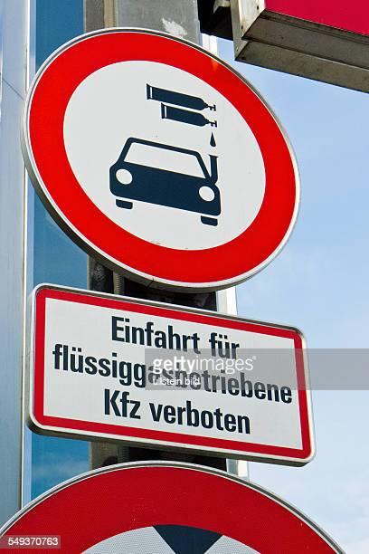 Ein Auto das mit Flüssiggas angetrieben wird darf nicht in Parkhäuser einfahren. Parkverbot für Gasautos in Parkgaragen.