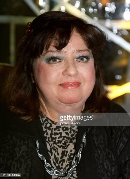 Die Volksschauspielerin Kabarettistin und Sängerin Trude Herr aufg am 3111991 Mit nahezu 100 Filmen Auftritten als Kabarettistin und Büttenrednerin...