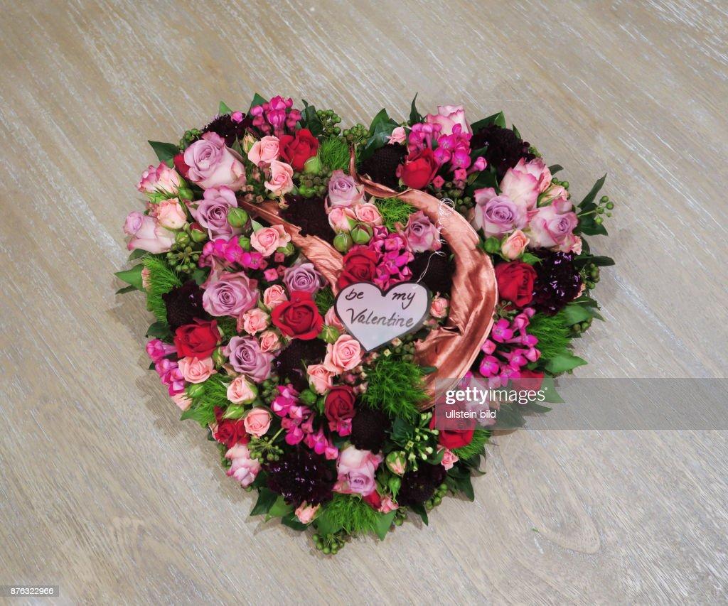 Ein Blumenarrangement Zum Valentinstag Am 14. Februar Aufgenommen Im  Showroom Bei Florale Welten In Berlin