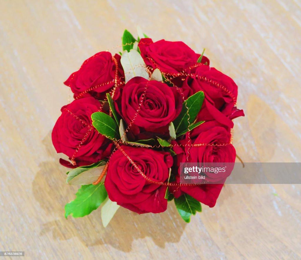 Ein Blumenarrangement Zum Valentinstag Am 14 Februar Aufgenommen Im  Showroom Bei Florale Welten In Berlin Schöneberg