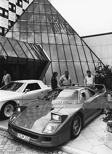 Ein Ferrari F 40 der anlässlichder Autoausstellung AAA nach Berlingebracht wurde