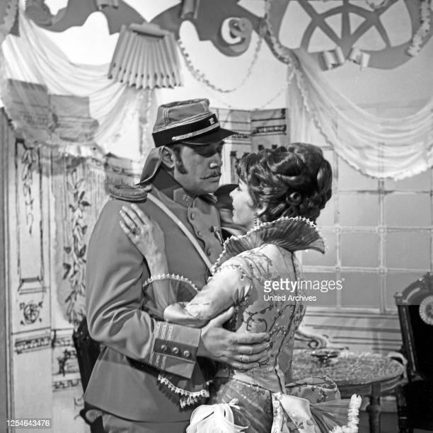 Ein Florentiner Hut, Fernsehfilm, Deutschland 1967, Regie: Kurt Wilhelm, Darsteller: -?-, Karin Anselm .