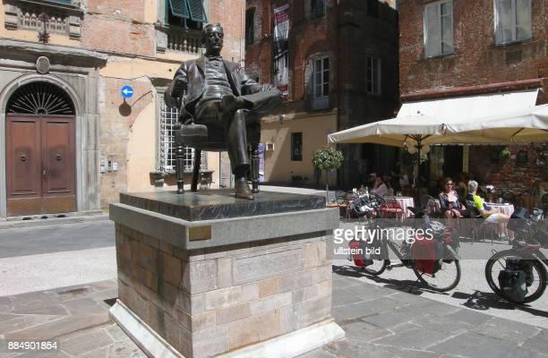 Ein Highlight von Lucca ist auch die Piazza San Michele unweit an der Via Poggio liegt das Geburtshaus von Giacomo Puccini mit einem Denkmal Puccinis