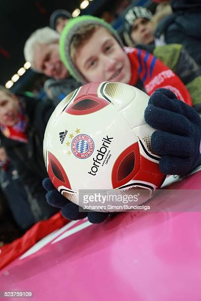 Ein Junge mit dem AdidasBall 'Torfabrik' gesehen nach dem Bundesligaspiel FC Bayern Muenchen gegen die SpVgg Greuther Fuerth am 19 Januar 2013 in der...