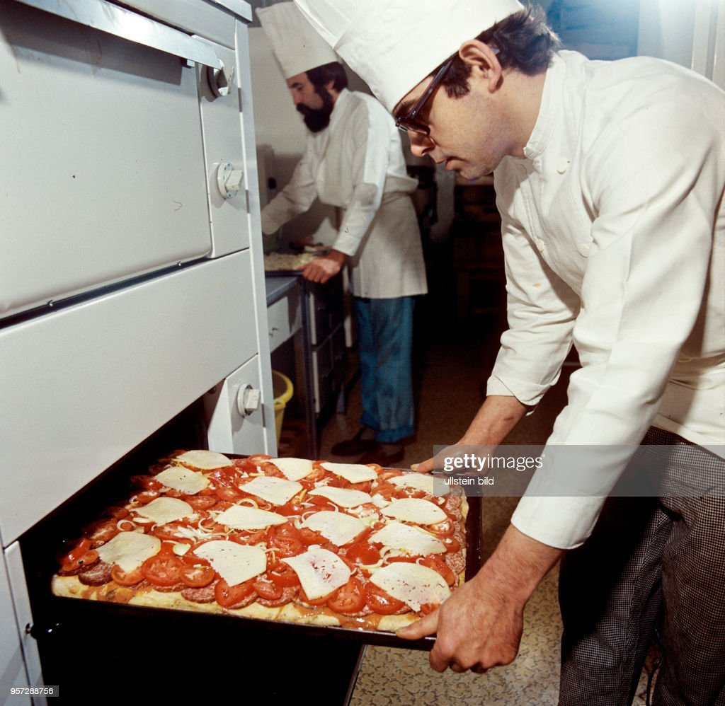 DDR - Krusta gegen Pizza Pictures | Getty Images