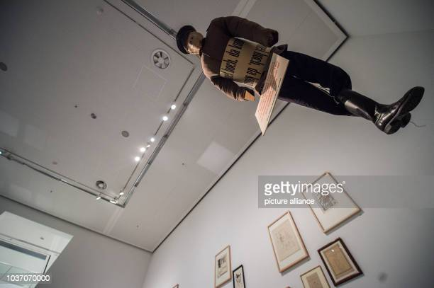 Ein Kunstwerk ist am im Rahmen der Ausstellung 'Dada Afrika Dialog mit dem Fremden' in Berlin ausgestellt Die Ausstellung zum 100 Geburtstag des...