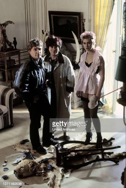 Ein Maulwurf - Willi, ein Experte im Entschlüsseln codierter Nachrichten, wird tot aufgefunden. Szene mit Becker , Jeanette und Elli EM-0-,...