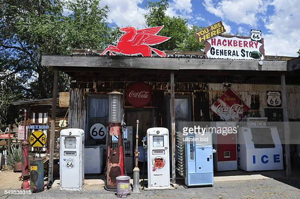 Ein privater Sammler hat in einem Blockhaus am legendären Highway 66 ein Museum mit Autos und anderen Gegenständen aus den frühen fünfziger Jahren...