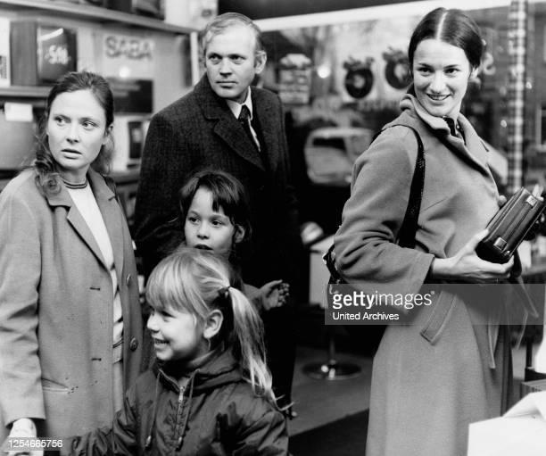 Ein Schweizer wie bestellt Fernsehfilm Deutschland 1973 Regie Ludwig Cremer Darsteller Cordula Trantow Adrienne Zeidler Josef Fröhlich Beatrice...