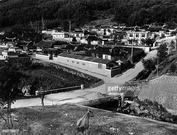 Ein typisches Dorf im Süden des LandesDie Häuser sind traditionell mit hohenMauern umgeben 1987