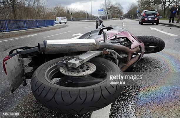 Ein Unfall zwischen einem Motorrad und einem PKW an der Bismarckbrücke in Saarbrücken