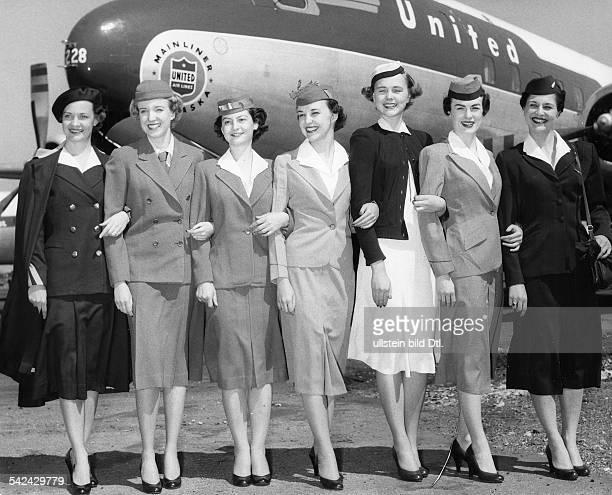 'Ein Vierteljahrhundert Stewardessen Mode'Uniformen im Wandel der Mode vlnr1930 1936 1939 1955 1955