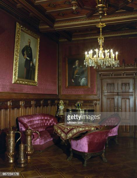 Ein Wohnraum im Schloss Wernigerode aufgenommen 1987 Das auf dem 120 Meter hohen Agnesberg stehende Barockschloss wurde im späten 17 Jahrhundert...