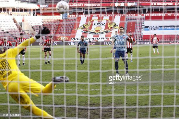 Eindhoven goalkeeper Yvon Mvogo, Dusan Tadic of Ajax scores 1-1 during the Dutch Eredivisie match between PSV Eindhoven and Ajax Amsterdam at the...