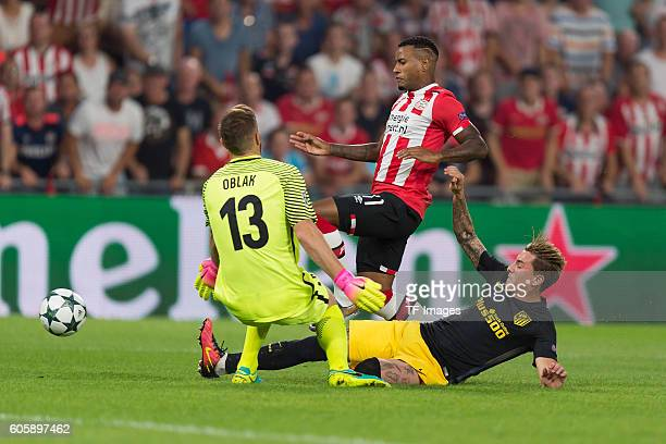 Eindhoven Netherlands UEFA Champions League 2016/17 Season Group D Matchday 1 PSV Eindhoven Club Atletico de Madrid Torwart Jan Oblak Luciano...