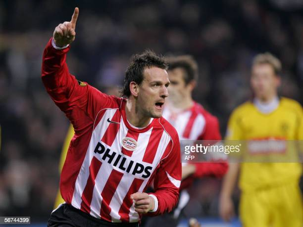 PSV's Jan Vennegoor of Hesselink celebrates after scoring 04 February 2006 during the premier league division match between PSV and Roda JC in the...