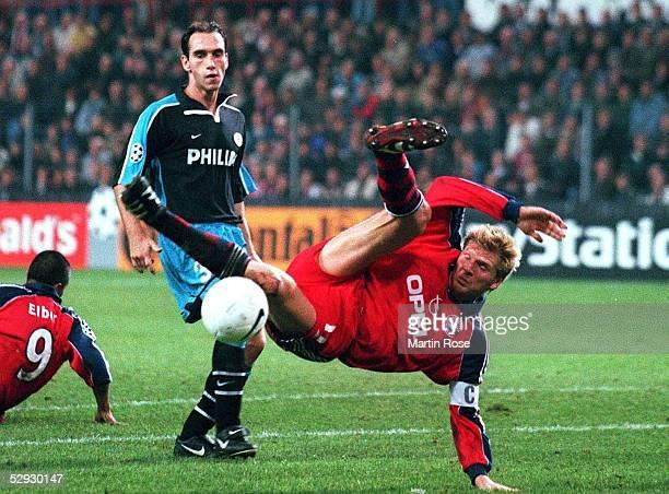 Eindhoven PSV EINDHOVEN FC BAYERN MUENCHEN 21 Juergen DIRKX/Eindhoven Stefan EFFENBERG/Bayern