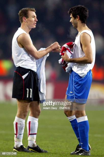 PSV Eindhoven's Arjen Robben and Deportivo La Coruna's Juan Valeron swap shirts at the end of the game