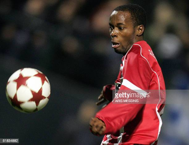 Eindhoven's Damarcus Beasley runs for the ball during a group E European Champions League footbal game against Panathinaikos, in Athens 07 December...