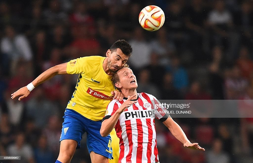 PSV Eindhoven's Luuk de Jong (R) vies with Estoril's Bruno Miguel during the UEFA Europa League football match PSV Eindhoven vs Estoril Praia in Eindhoven, on September 18, 2014.