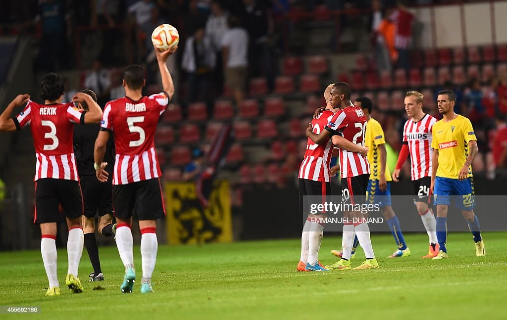 PSV Eindhoven's players celebrate at the end of the UEFA Europa League football match PSV Eindhoven vs Estoril Praia in Eindhoven, on September 18, 2014.