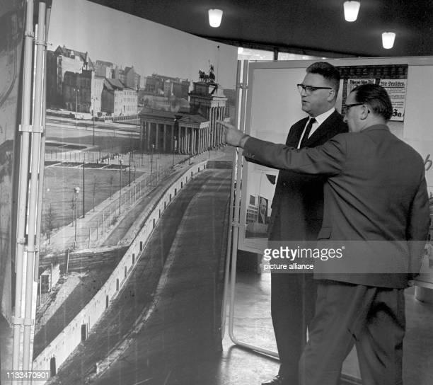 Eine Ausstellung Terror als System Wie sich die Bilder gleichen wurde am Freitagnachmittag im Rathaus des Westberliner Bezirks Kreuzberg eröffnet...