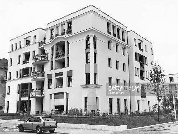Eine der sechs 'Stadtvillen' in derRauchstrasse im Bezirk Tiergarten, dieim Zuge der 'InternationalenBauausstellung' entstanden sind- Juli 1985