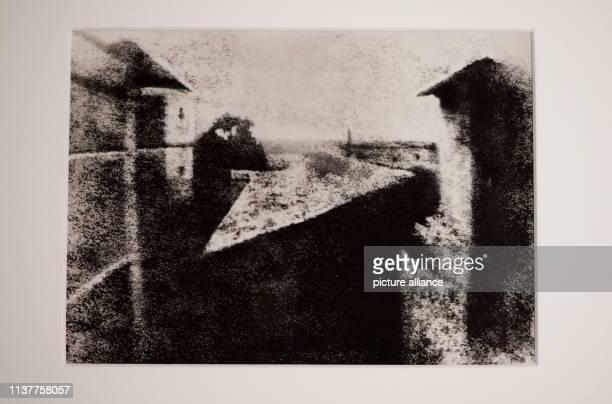 Eine Reproduktion des ältesten Fotos der Welt ist am Montag in Mannheim in den ReissEngelhornMuseen zu sehen Das Lichtbild des Franzosen Joseph...