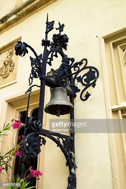 Eine schöne Glocke auf einer Villa zum ankündigen des Besuches