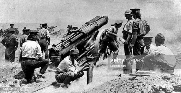 Eine schwere britische Artilleriebatterie auf der Halbinsel Gallipoli beim Feuern Sommer 1915
