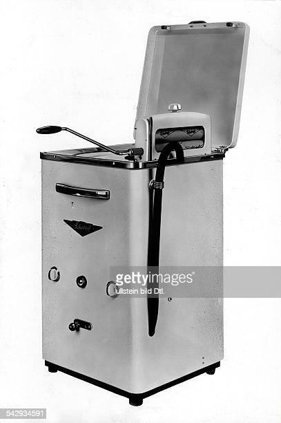 eine Waschmaschine von Scharpf ohne Jahrerschienen in Brigitte 1955