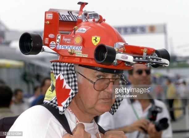 Einen außergewöhnlichen Kopfschmuck trägt am ein Ferrari-Formel-1-Fan an der Rennstrecke Gilles Villeneuve in Montreal. Am startet hier der Große...