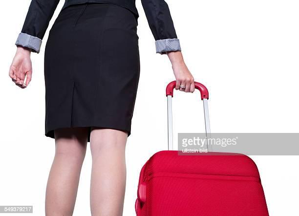 Einen Geschäftsfrau mit einem roten Rollkoffer